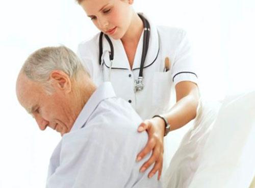 Обследование у врача при болях в шее