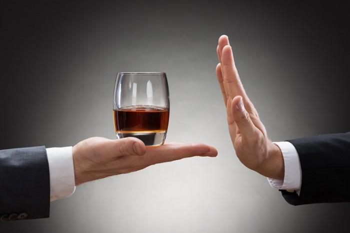 При приёме Кеторола рекомендуется воздержаться от употребления алкоголя