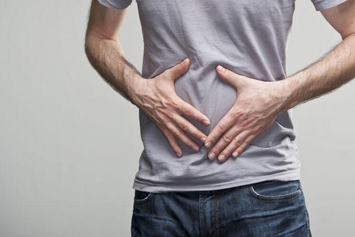 Совмещение Аспирина с алкоголем увеличивает нагрузку на организм и приводит к побочным реакциям