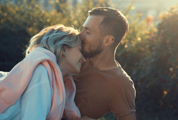 Счастливая влюбленная пара