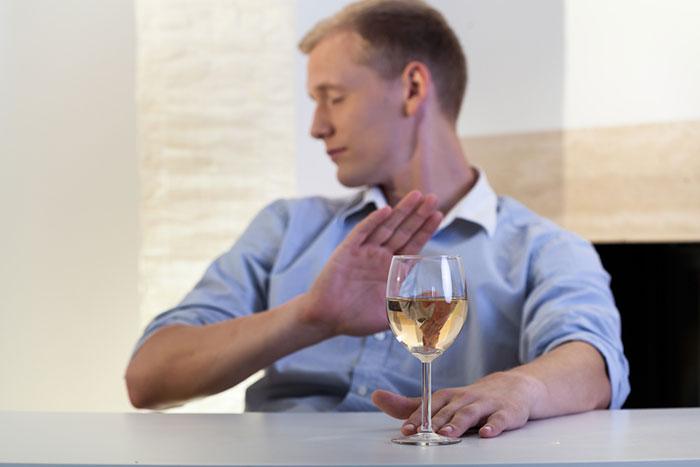 Врачи утверждают, что совмещать приём алкоголя с Редуксином нельзя