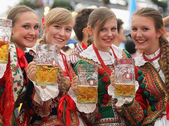 Беларусы выпивают 17,5 литров алкоголя на человека в год, из них 7 литров приходится на женщин
