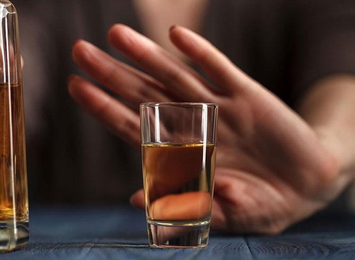 Врачи рекомендуют отказаться от спиртного на время лечения препаратом Синупрет