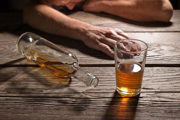 Употребление алкоголя при приёме препарата Сонмил усиливает действие снотворного
