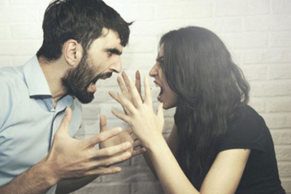 Скандал мужа с женой