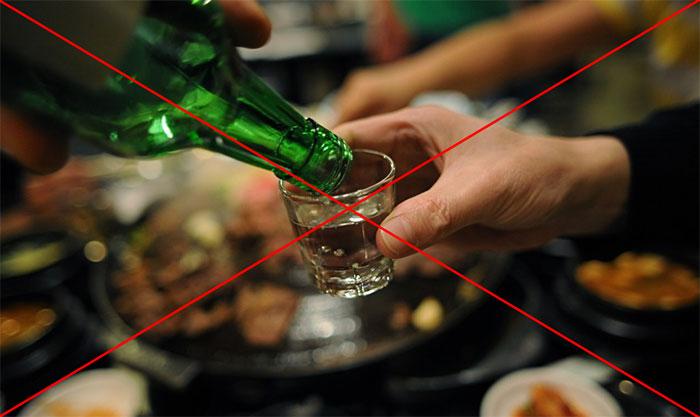 Несмотря на относительную совместимость, врачи рекомендуют отказаться от приёма алкоголя с Пимафуцином