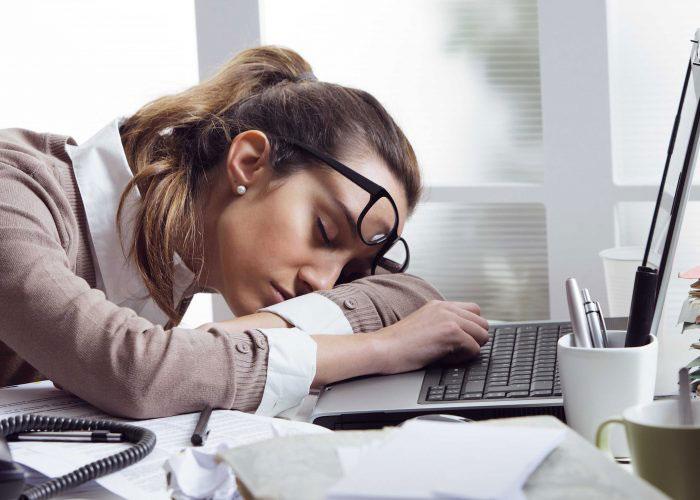 Редуксин с алкоголем может вызвать сильную слабость и сонливость