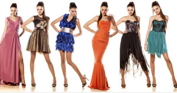 Девушки в платьях разных цветов
