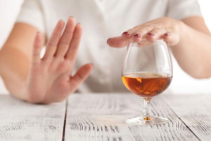 Врачи рекомендуют отказаться от спиртного при приёме препарата Ново-пассит