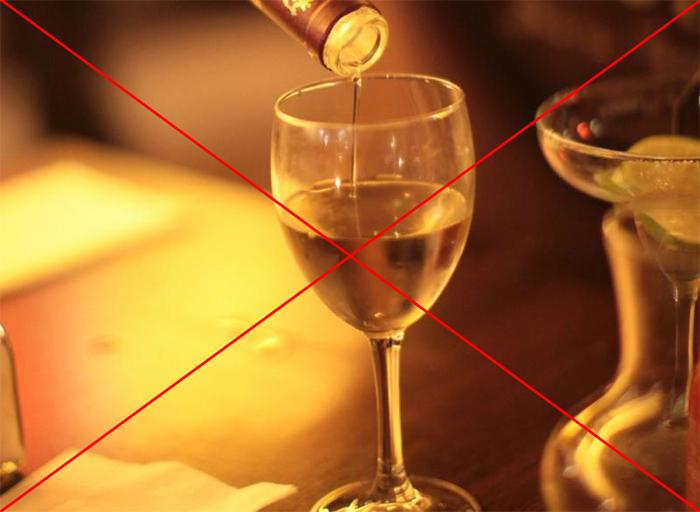 Врачи не рекомендуют употреблять алкоголь во время приёма препарата Но-шпа