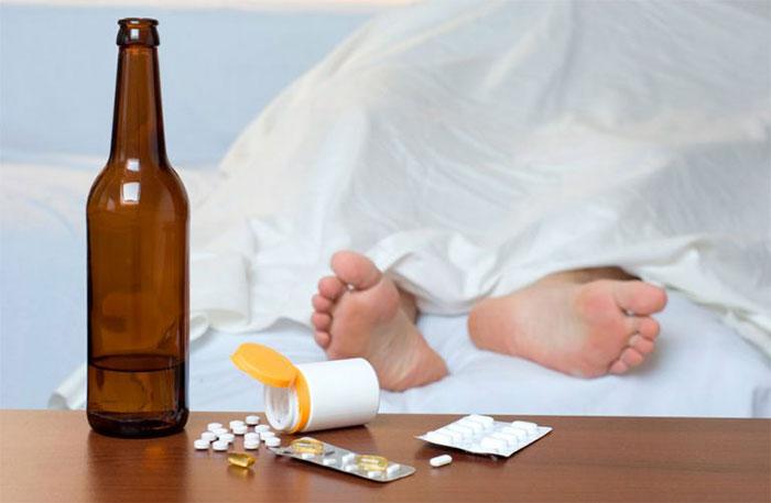 Врачи рекомендуют не употреблять алкоголь при приеме Грандаксина