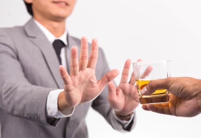 Врачи рекомендуют не совмещать приём алкоголя и Персена