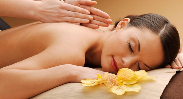 Как делать лечебный массаж спины?