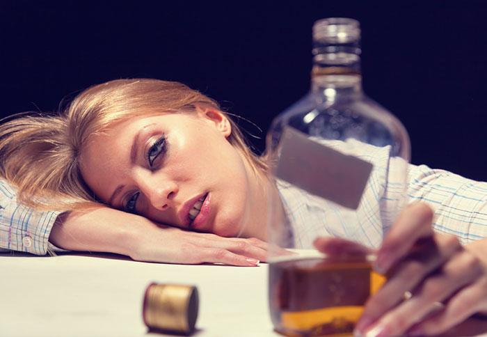Врачи рекомендуют исключить употребление спиртного на время приёма препарата Ксефокам