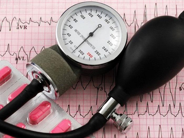 Совместный приём Фуросемида со спиртным провоцирует аритмию и скачки артериального давления