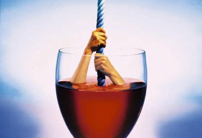 Винный алкоголизм опасен тем, что проявляется не сразу