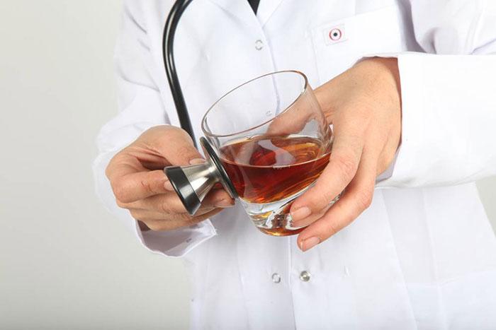 Алкоголь при приёме Амоксиклава снижает эффективность препарата