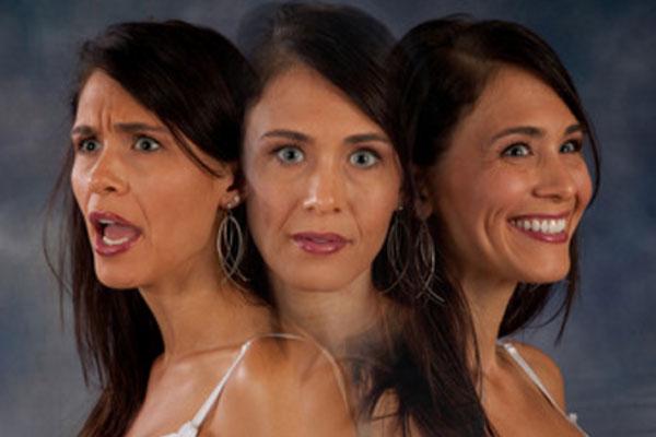 Растроение женского образа, демонстрирующего три разных эмоции