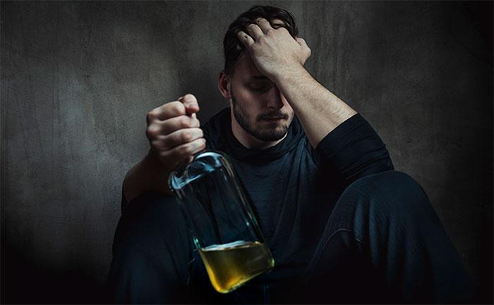 Проявление панических атак с похмелья является результатом сбоя психоэмоционального состояния