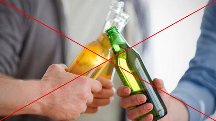 Врачи категорически не рекомендуют совмещать приём Анапрелина с алкоголем