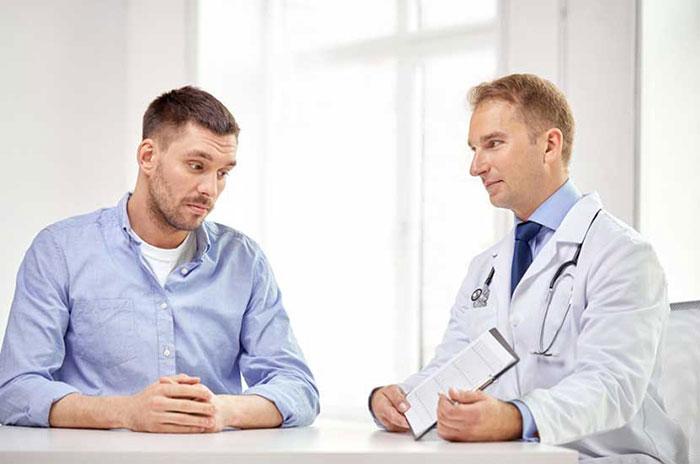 Чтобы избежать осложнений, вызванных алкоголем, проконсультируйтесь с врачом перед приёмом Арбидол