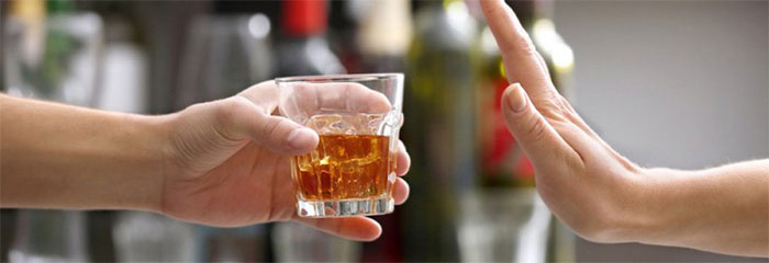 Врачи рекомендуют отказаться от алкоголя на время приёма препарата Фурадонин