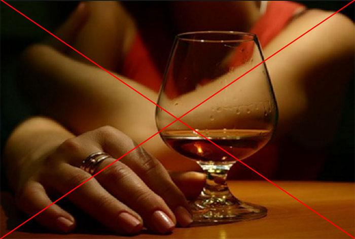 Врачи не рекомендуют совмещать приём Темпалгина с алкоголем