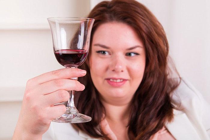 Вопрос лишнего веса и алкоголя у женщин является более актуальной и опасной, чем у мужчин