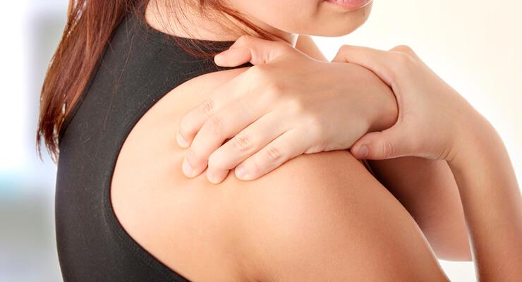Что делать, если болит плечевой сустав: причины и лечение