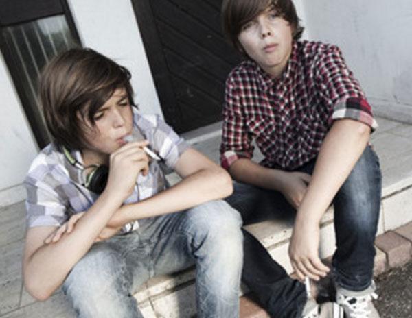 Подростки курят