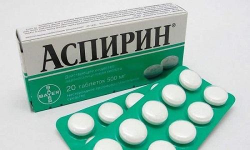 Аспирин принимают для купирования боли и снижения температуры при простудных заболеваниях