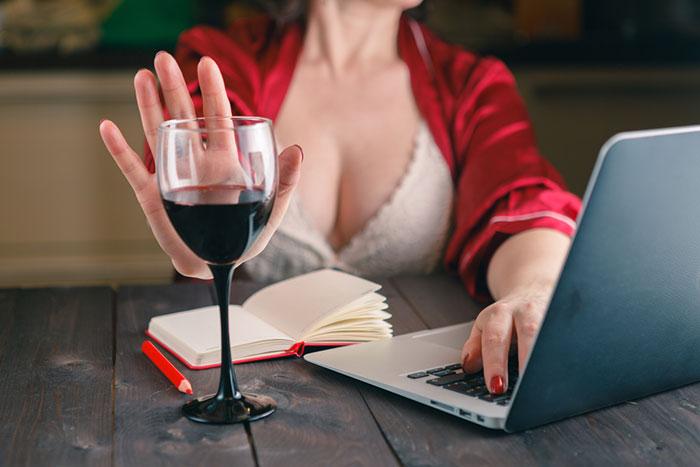 На время приёма препарта Урдокса рекомендуется полностью исключить употребление спиртного