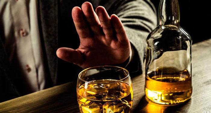 При лечении Левофлоксацином следует максимально отказаться от спиртного
