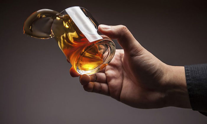 Врачи рекомендуют исключить алкоголь на время приёма препарата Азафен