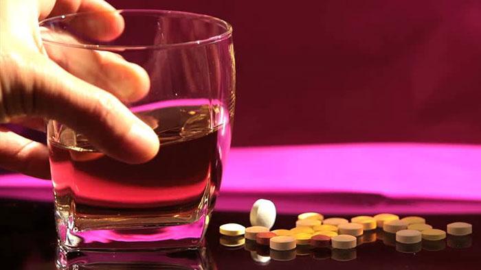 Употребление алкоголя при приеме Урсосана категорически противопоказано