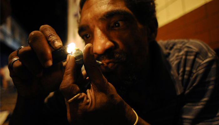 Курильщик крэка в Бразилии