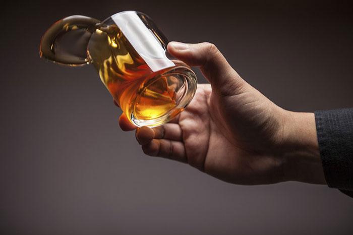 Специалисты не рекомендуют совмещать приём Целебрекс со спиртными напитками