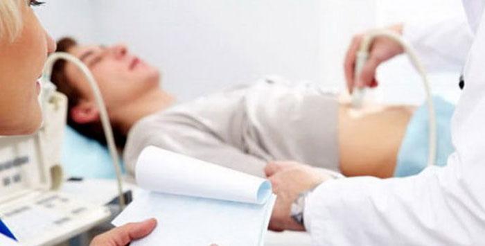Рекомендуется проходить медицинский осмотр, чтобы избежать осложнений при изжоге после алкоголя