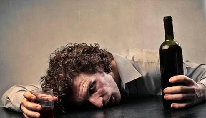 Алкогольная интоксикация - одна из причин алкогольного полиневрита