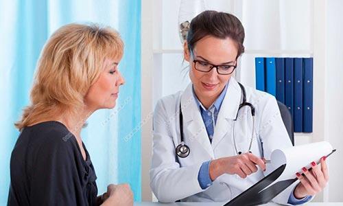 К какому врачу обратиться, если болит копчик?