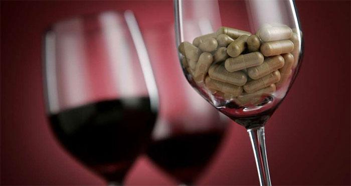 Совмещать алкоголь с Нейромидином врачи не рекомендуют