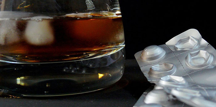 Специалисты не рекомендуют употреблять алкоголь при приеме Аугментина