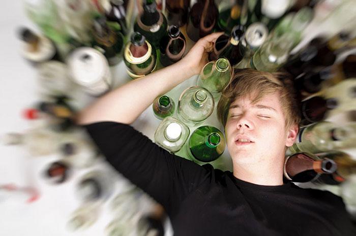 Сильная интоксикация алкоголем может привести к смерти даже у молодого организма
