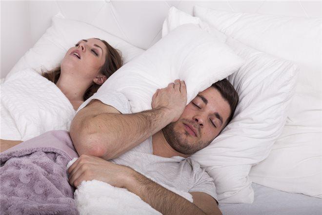 От чего появляется храп во сне у женщин?
