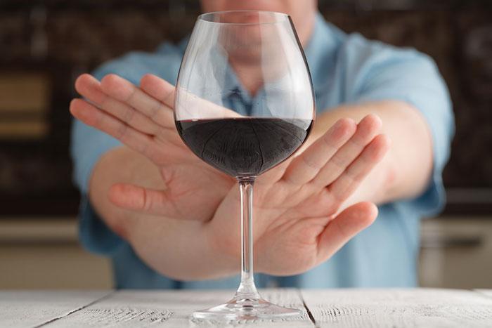 Совмещение алкоголя и Трипохола может привести к сильной интоксикации
