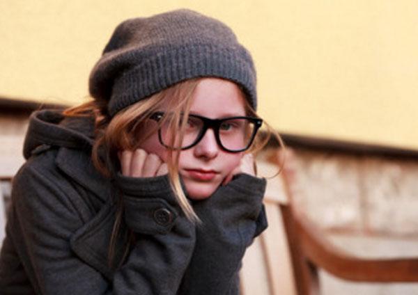 Грустная девочка - подросток