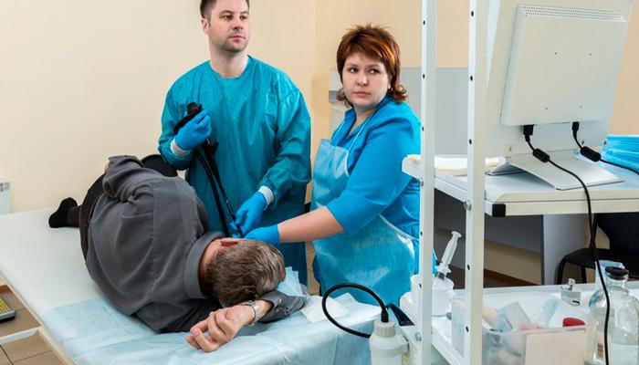 Обращение к врачу гастроэнтерологу при болях в желудке