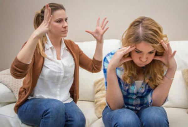 Ссора мамы с дочкой