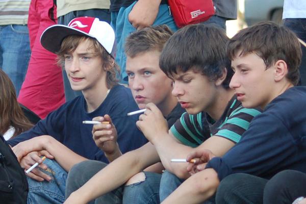 Тяга к сигаретам развивается еще в подростковом возрасте