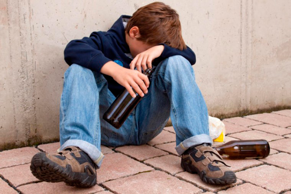 Подросток, в состоянии алкогольного опьянения